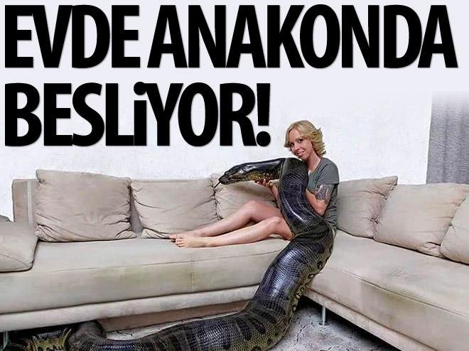 EVİNDE DEVASA BİR ANAKONDA BESLİYOR!