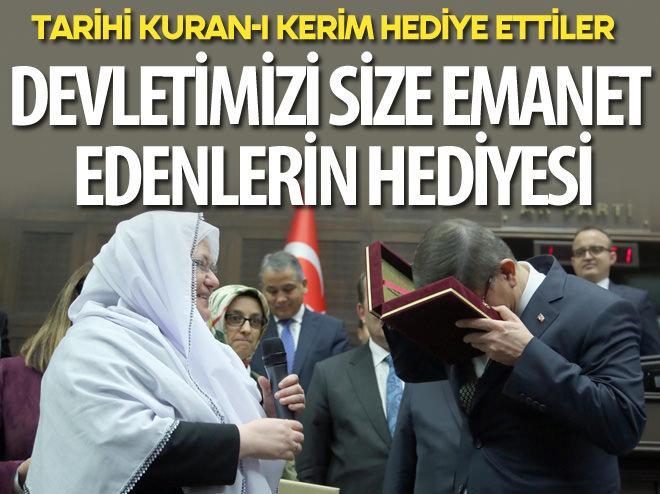 BAŞBAKAN'A TARİHİ KUR'AN-I KERİM HEDİYE ETTİLER