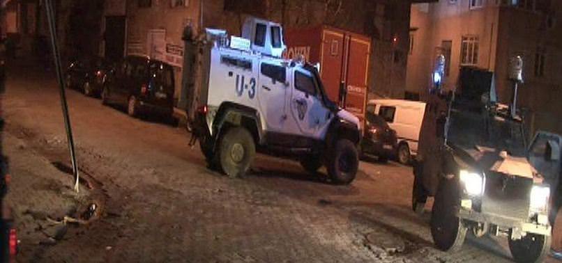 İSTANBUL'DA BİR POLİS ARACINA DAHA SİLAHLI SALDIRI