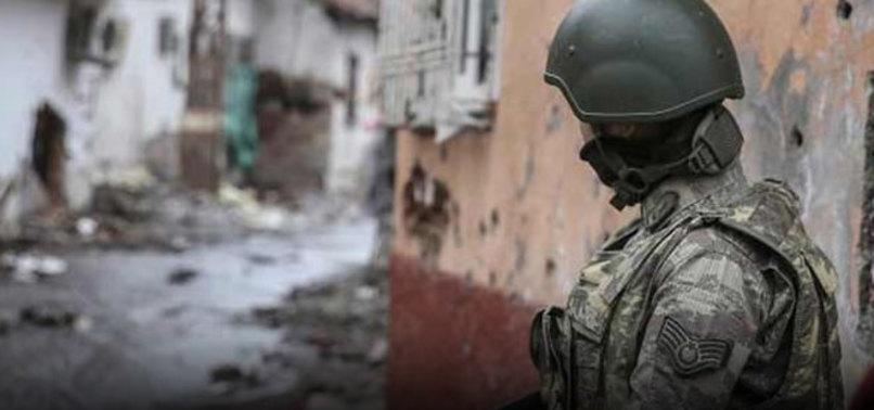 SURLARDAKİ DELİKLERE PKK DOLGUSU