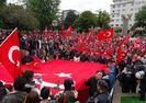 PKK'LILAR TERÖRE TEPKİ İÇİN YÜRÜYENLERE SALDIRDI