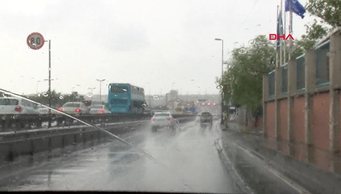 Meteoroloji uyarmıştı İstanbul'da beklenen yağış başladı