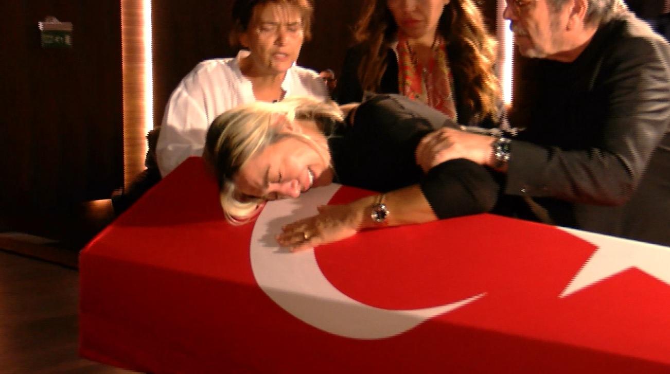 Usta oyuncu Tarık Ünlüoğlu'na son veda… Eşinin sözleri yürekleri dağladı |Video