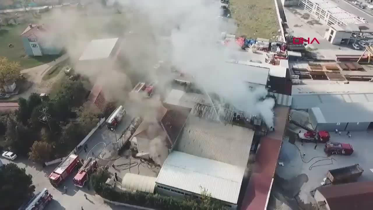 Tuzla'da fabrikada yangın! Çevredeki ilkokul ve ortaokul boşaltıldı