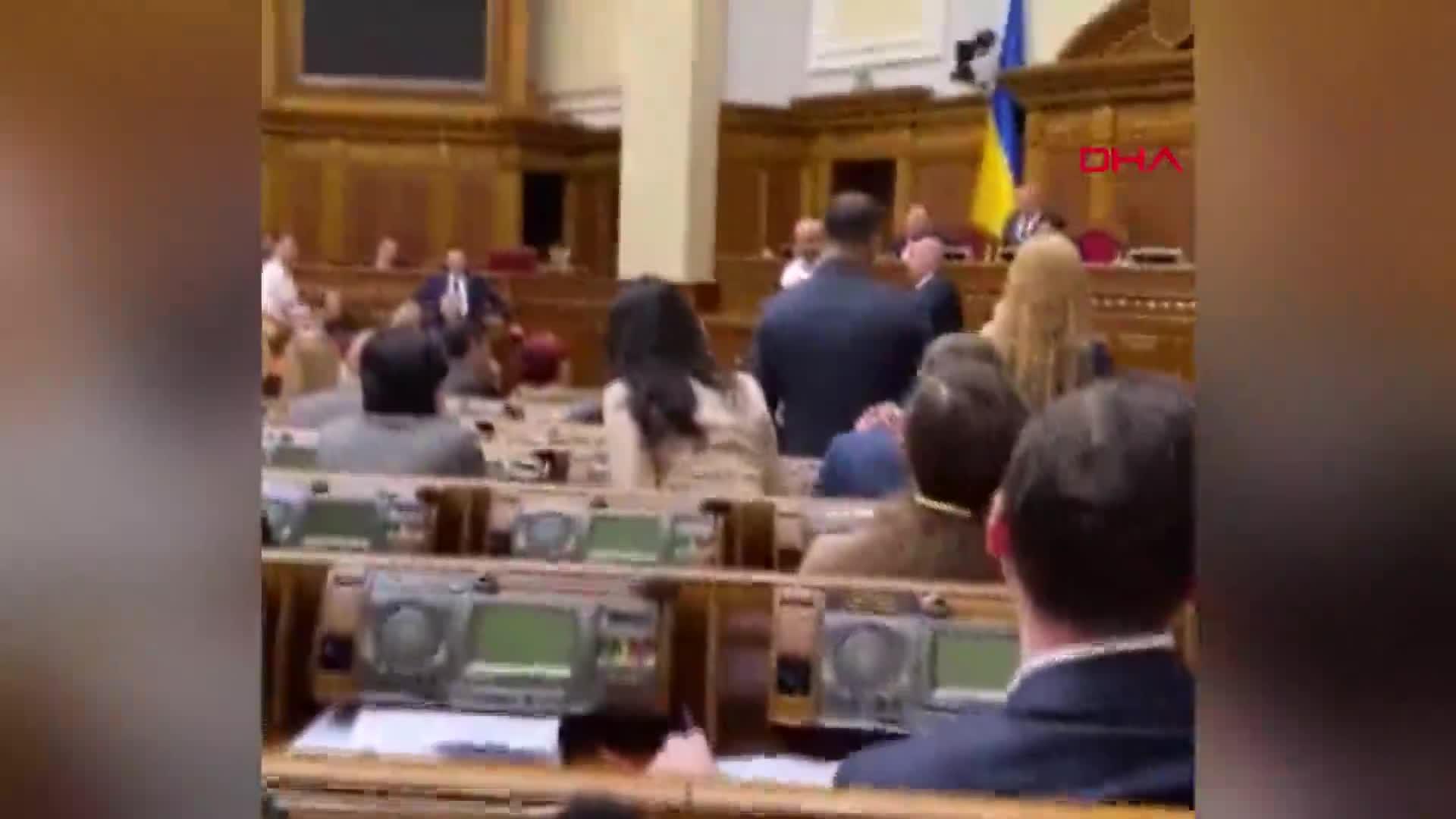 Ukrayna Parlamentosu'nda 'Joker'li protesto