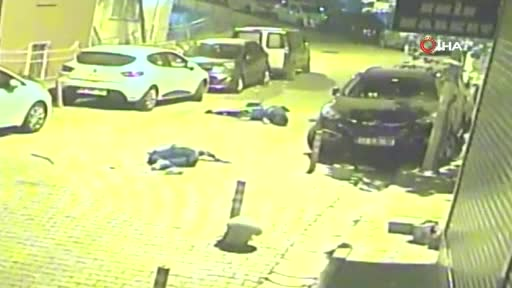 İstanbul'da feci olay! Gençleri yerde gören mahalleli sokağa koştu