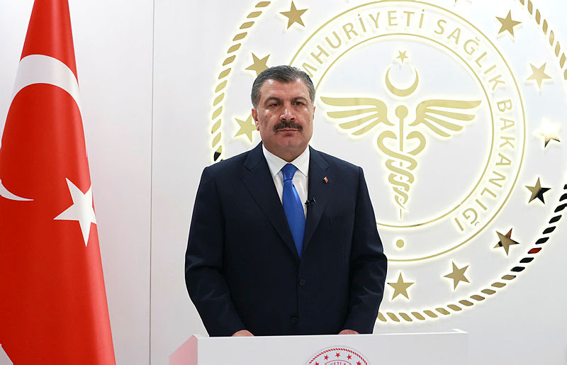 Sağlık Bakanı Fahrettin Koca aşı olmayan anne ve babalara seslendi! Her 4 kişiden 3ü...