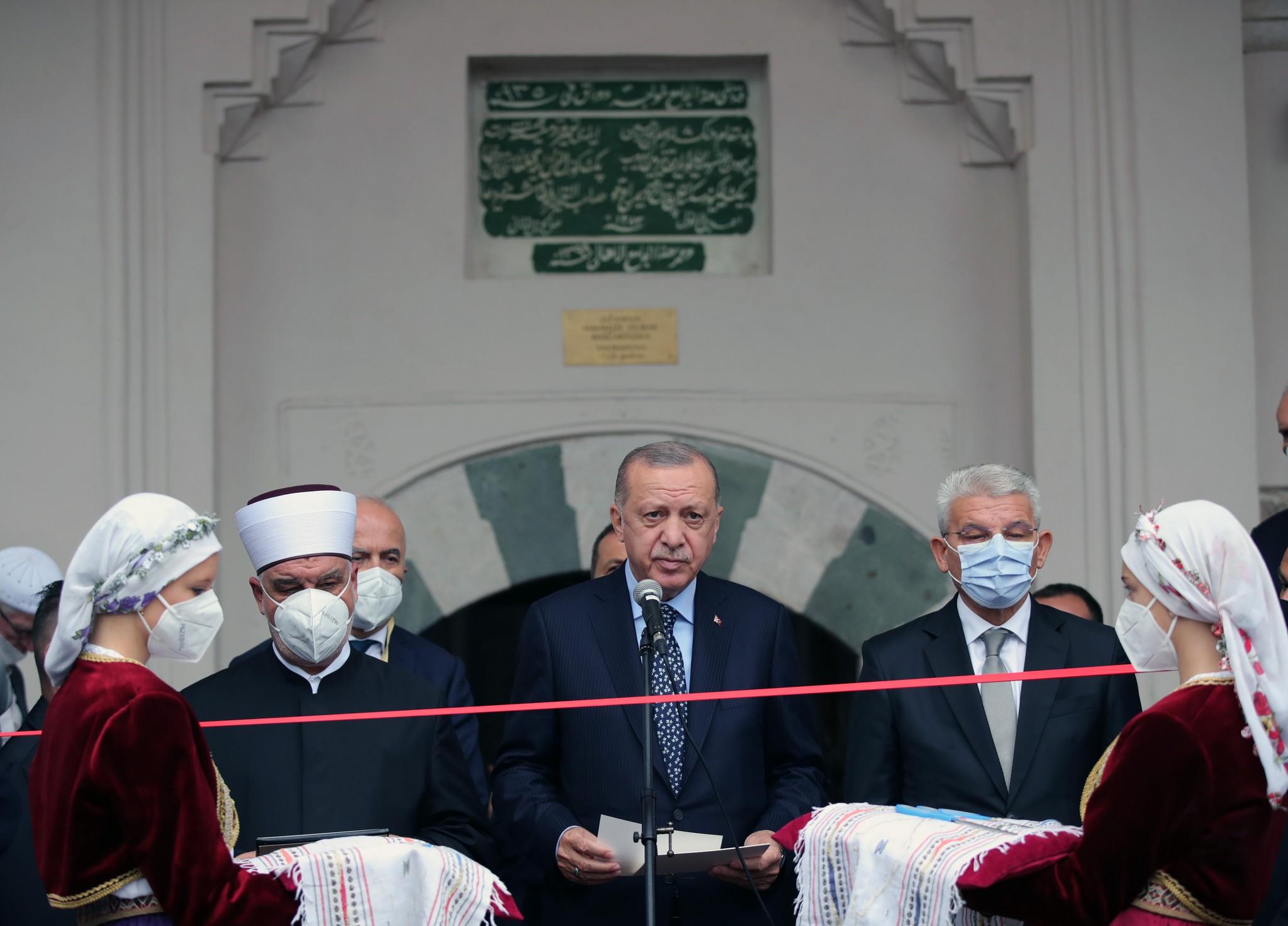 Son dakika: Başkan Erdoğan Bosna Hersekte: İzzetbegoviçin kabrini ziyaret etti! Başçarşı Camiinin açılışını yaptı
