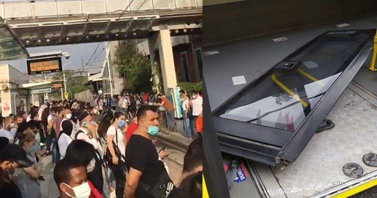İstanbulda ulaşım rezaleti! Seyir halindeki otobüsün kapısı düştü
