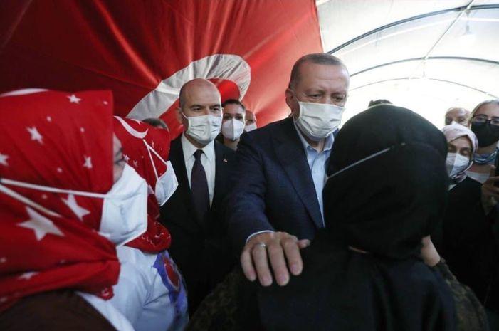 Başkan Erdoğandan Diyarbakırdaki evlat nöbetinin yıl dönümüne özel paylaşım: Diyarbakır Annelerini selamlıyorum