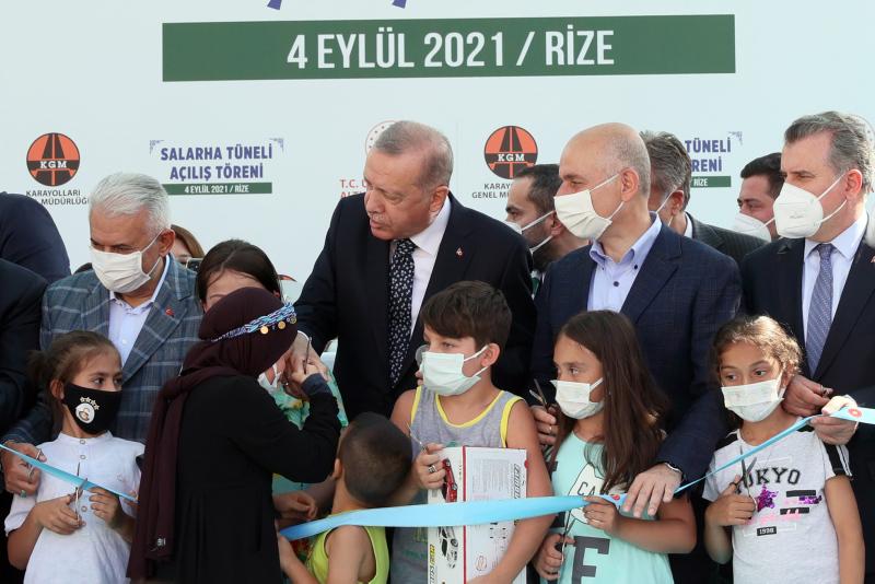 Başkan Recep Tayyip Erdoğana Rizede sevgi seli! Çocuklardan Tayyip Dede sloganları