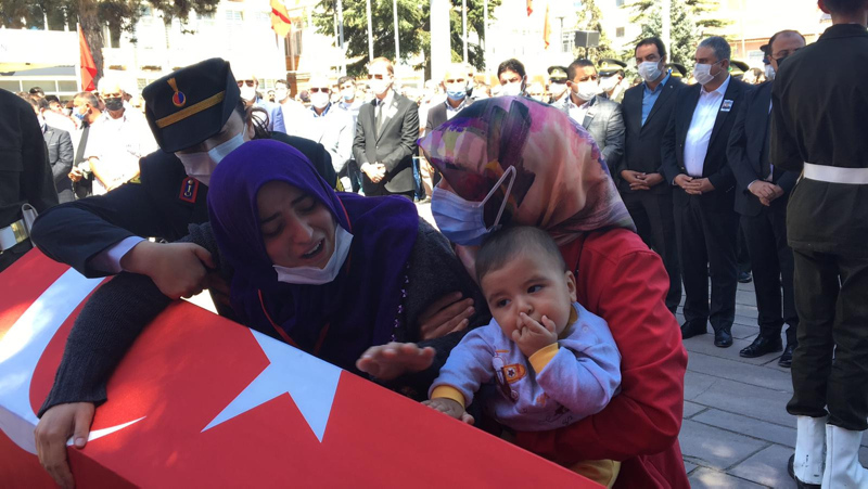 El Bab şehidi Muammer Yiğite 6 aylık oğlundan son veda