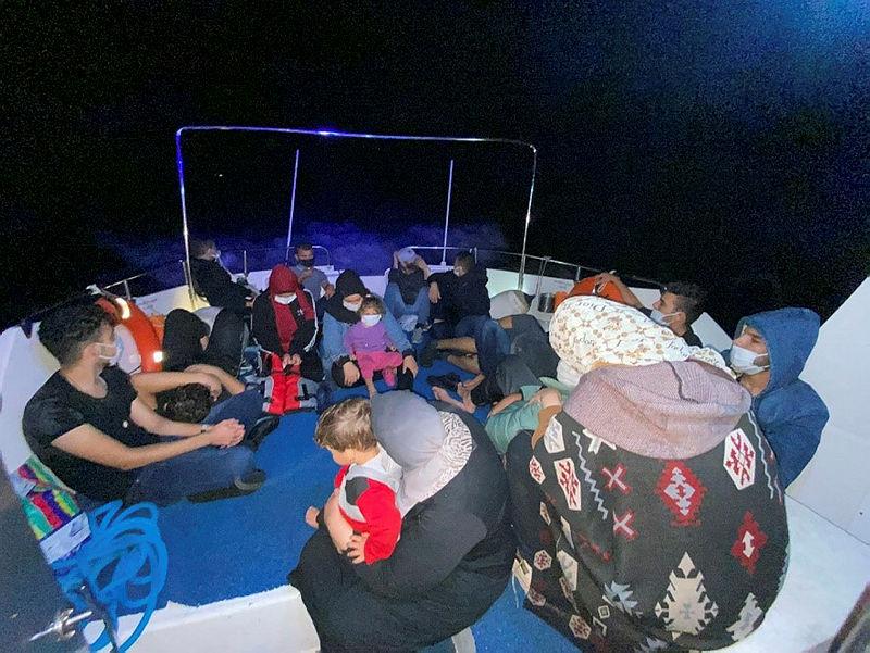 Son dakika: Yunanistanın geri ittiği 18 göçmen kurtarıldı