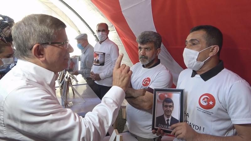 Evlat nöbetindeki ailelerden Ahmet Davutoğluna sert tepki! Acılı babalar böyle haykırdı