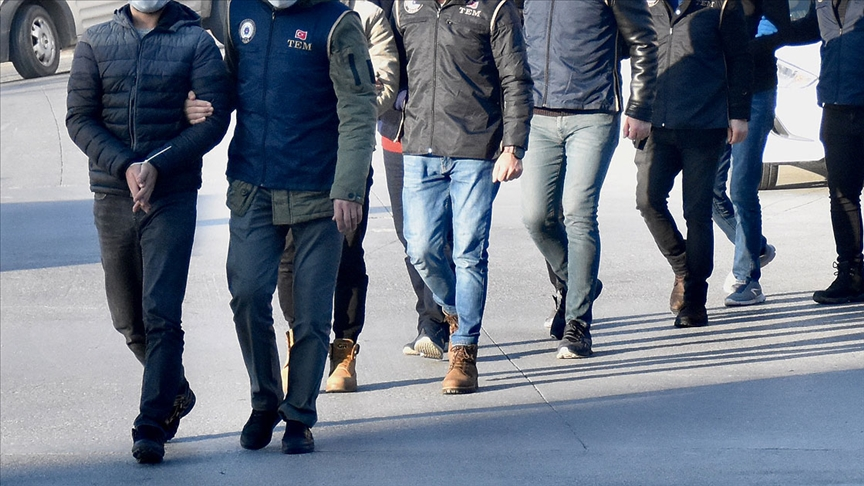 Adanadaki FETÖ operasyonunda 8 şüpheli yakalandı