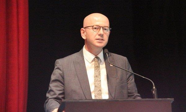 CHP Balıkesir İl Başkanı Serkan Sarı Türk kadınına vurulan zinciri savundu!