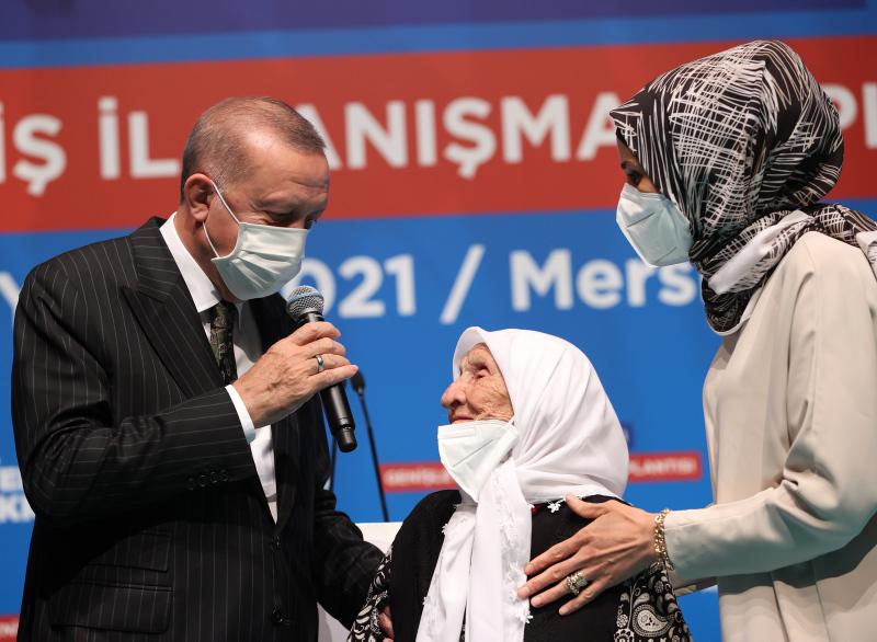 Başkan Erdoğana Mersinde sevgi seli! 107 yaşındaki Fikriye Çamdan yüreklere dokunan dua