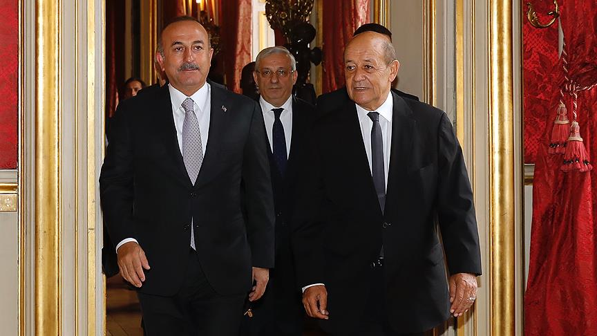 Dışişleri Bakanı Mevlüt Çavuşoğlu ile Fransız mevkidaşı Jean-Yves Le Drian arasında önemli temas