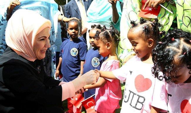 Emine Erdoğan kaleme aldığı Afrika Seyahatlerim kitabının tanıtımını BMde First Ladylere yapacak