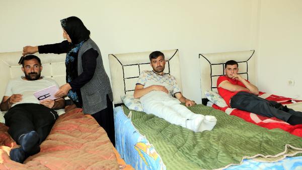 Hakkari'de 70 yaşındaki Macide anne 4 engelli çocuğuna bakıyor