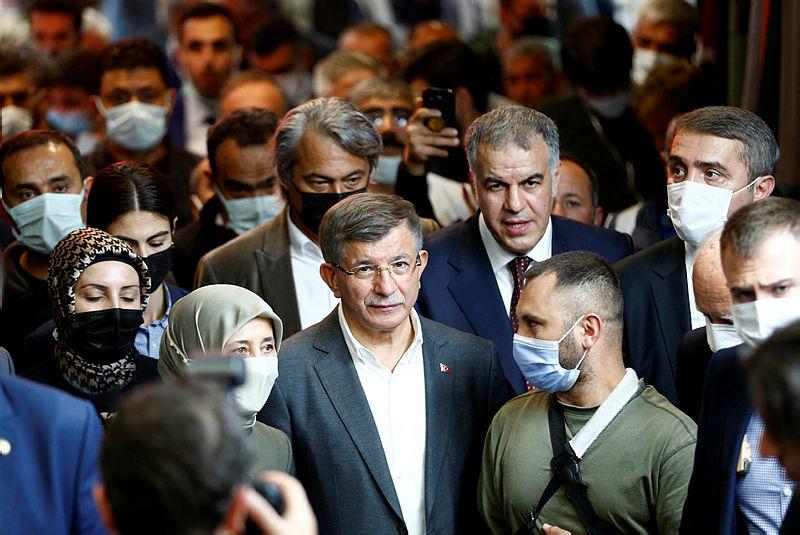 Vatandaşlardan Ahmet Davutoğlunu Kayseride köşeye sıkıştıran sözler! İYİ Parti, CHP ve HDP ile birlik olursanız...