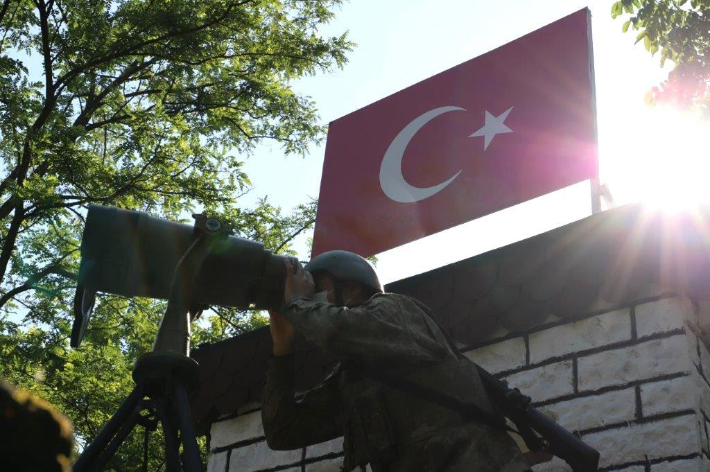 Son dakika: Terörle mücadelemiz hudutlarda da sürüyor! 3 FETÖcü 2 kırmızı bülten ile aranan DEAŞlı terörist yakalandı