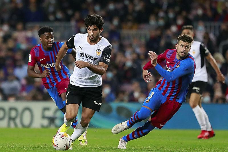 Barcelona Valencia'yı farklı yendi