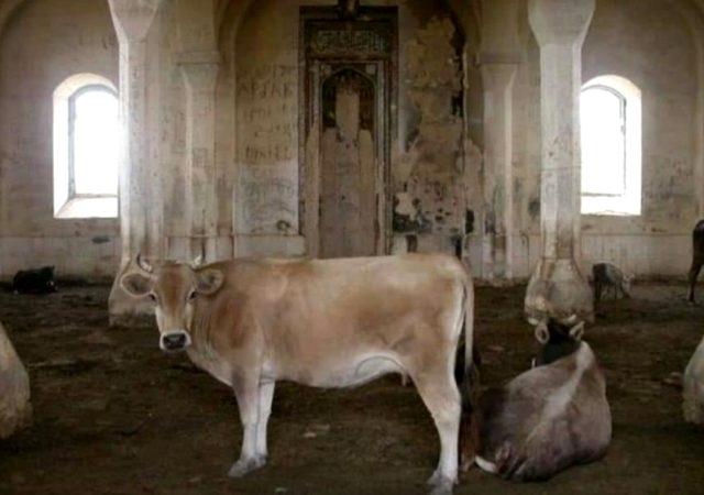 Son dakika: Ermeniler tarihi camiyi ahır olarak kullanmış!