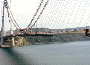 3. Köprüde son tabliye yerleştirildi