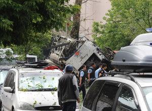 Beyazıtta polis aracına yapılan saldırıdan ilk görüntüler