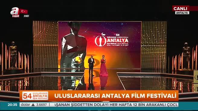 Film Festivali kırmızı halı ve açılış galasıyla başladı