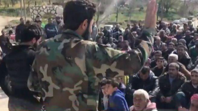 ÖSO'lu komutan Afrin halkına selendi: Hepimiz Müslüman kardeşleriz!